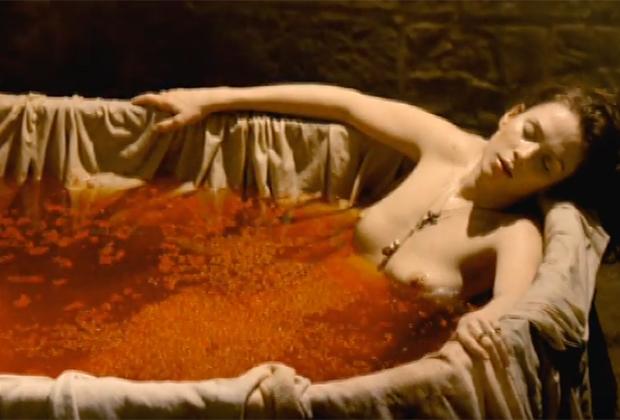 Венгерская графиня Елизавета Батори, по слухам, убивала молодых девушек и купалась в их крови для сохранения молодости