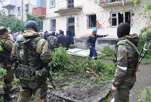 На месте спецоперации по нейтрализации боевиков, скрывавшихся в жилом доме