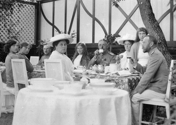 Один из обедов во время пребывания в Крыму, 1915 год.