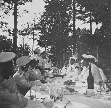 Пикник в лесу, Финляндия, 1910-11 годы.