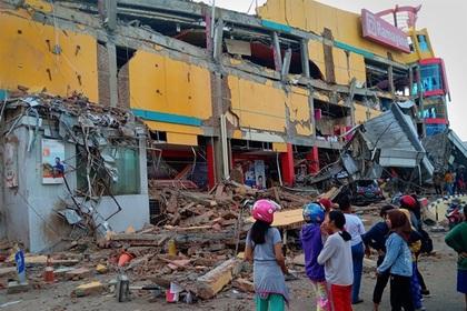 Число погибших при землетрясении и цунами в Индонезии увеличилось до 48