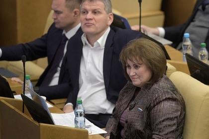 «Малоимущий» депутат призналась в бедности из-за благотворительности