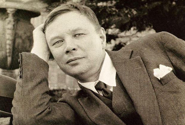 Михаил Ларионов
