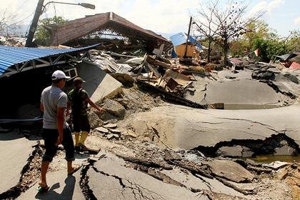 Жертв цунами закопают в огромной братской могиле