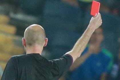 Игрок сломал судье нос и лишился футбола навечно