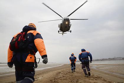 Пилота разбившегося четыре дня назад вертолета нашли живым в якутских снегах
