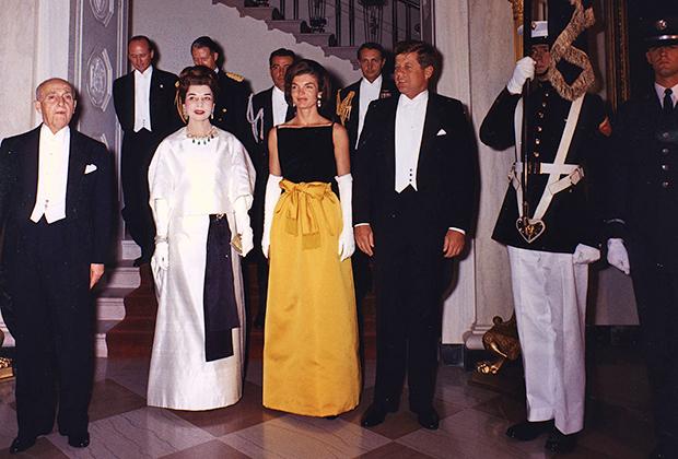 Жаклин с мужем, президентом Джоном Кеннеди, на ужине в честь президента Перу (1961)