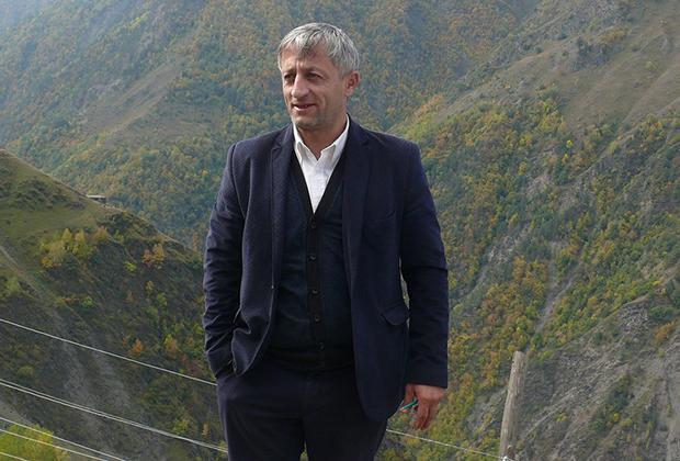 Директор школы Магомед Насрудинов мечтает о том, что рано или поздно вверенное ему учебное заведение будет носить имя Хабиба