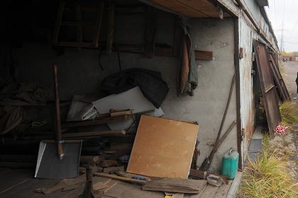 Подростки забрались в чужой гараж и стали жертвами садистов-извращенцев