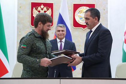 Рамзан Кадыров и Юнус-Бек Евкуров во время подписания соглашения
