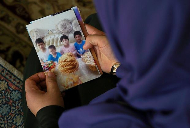 В 2017 году Мерипет поехала в Турцию навестить больного отца. Узнав, что в СУАР правительство изымает загранпаспорта у уйгуров, она решила не возвращаться на родину. В Китае остались четверо ее маленьких детей. С тех пор она их не видела. По некоторой информации, их поместили в интернат города Хотань.