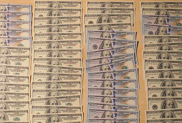 У мужчин изъяли 20 тысяч евро и 20 тысяч долларов наличными