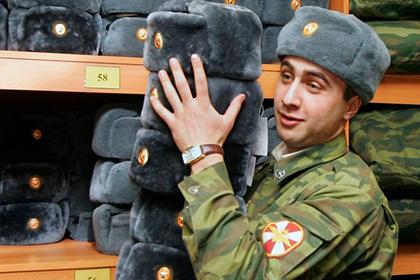 В армии отказались от шапок-ушанок только на словах