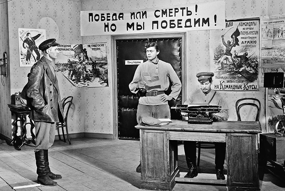 Роль в «Красной площади» — всего третья в фильмографии Караченцова. В титрах, как это иногда случалось с актером, его фамилия прописана с ошибкой: «Караченцев».