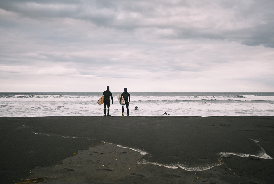 Спортсмены на побережье Командорских островов