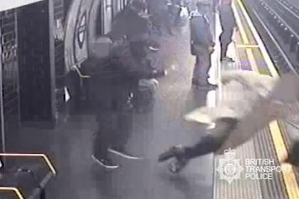 В Лондоне толкнули под поезд 91-летнего бывшего главу Евротоннеля
