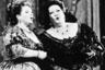 Оперные певицы Мэрилин Хорн и Монсеррат Кабалье поют дуэтом в Париже, 1985 год.