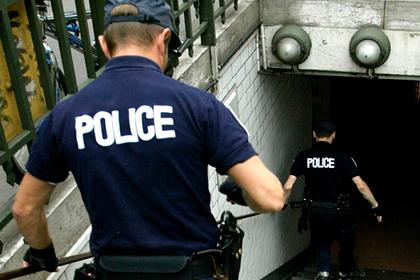 Мужчина с ножом напал на полицейских в Париже