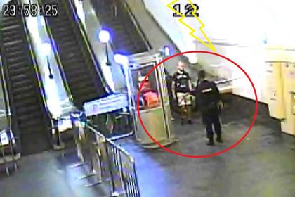 Пьяный москвич нашел в метро пингвинов и пошел в атаку