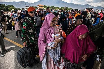 Число жертв землетрясения и цунами в Индонезии превысило 2000