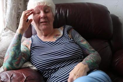 Старушка забилась татуировками после смерти мужа