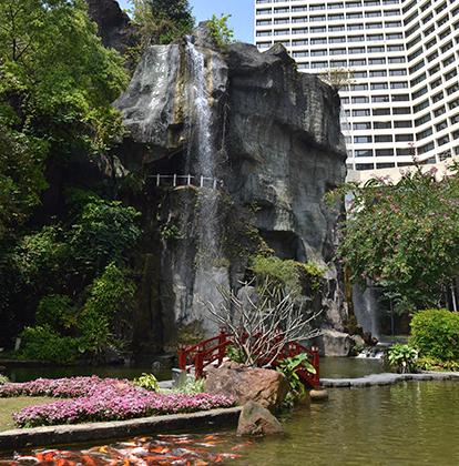 Водопад в отеле LN Garden
