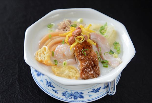 Одно из самых популярных и простых в своем исполнении блюд — рисовая каша конджи