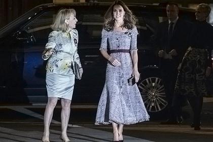 Кейт Миддлтон (справа)