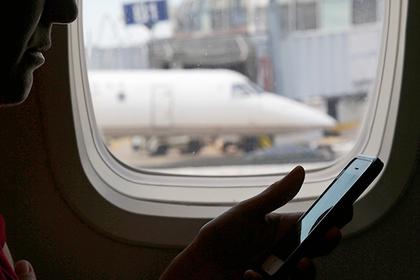 Пилоты назвали возможную причину запрета телефонов на борту