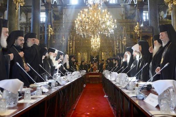 Константинополь снял анафему с глав двух украинских церквей