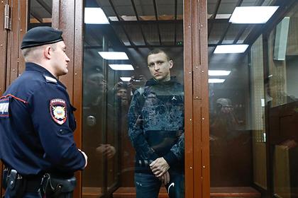 Футболист Павел Мамаев в зале суда