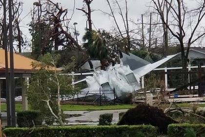 Ураган разметал базу ВВС США
