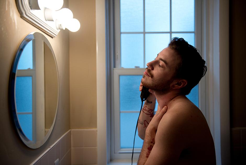 Масси бреется. 4 января 2015 года