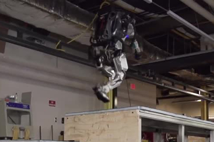 BostonDynamics научили робота паркуру