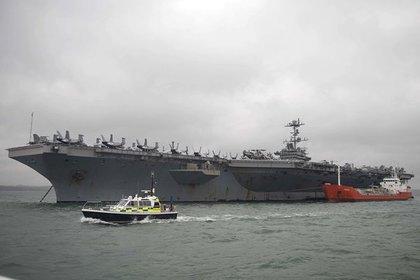 США отправят авианосец к берегам соседа России