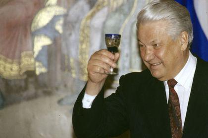 Бывший шеф протокола Кремля рассказал о воде вместо водки в рюмке президента
