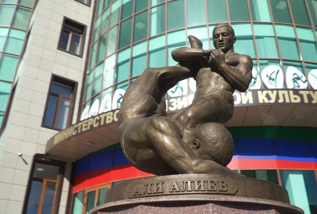 Скульптура Али Алиева