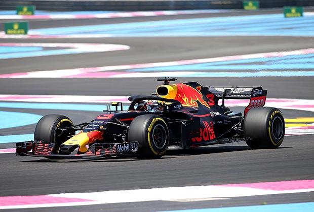 Июнь, 2018. Автогонщик Даниэль Риккардо за рулем Red Bull на трассе Формулы-1 в Ле-Кастелле, Франция