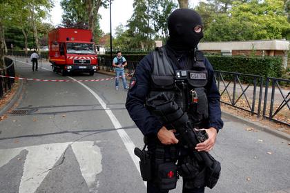 Полиция раскрыла под Парижем банду чеченцев-рэкетиров