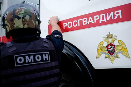 Беременную россиянку избили в магазине и обвинили в нападении на росгвардейцев
