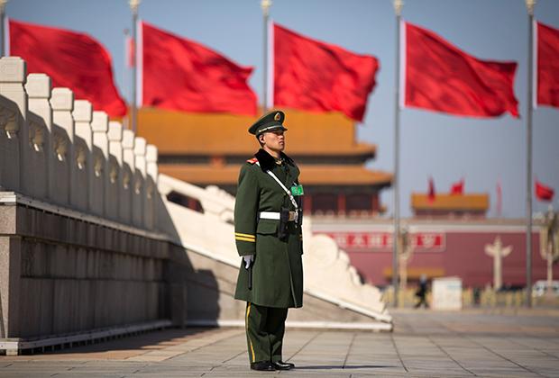 Китайский военный на площади Тяньаньмэнь
