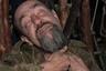 Многие из них непритязательны в быту. На фото: местный житель, называющий себя шаманом, бреет бороду косой.