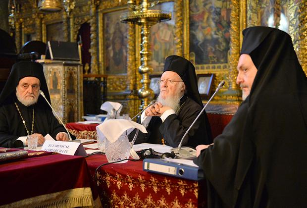 Вселенский Патриарх Варфоломей (в центре) на Синоде Константинопольского Патриархата