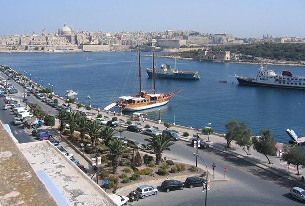 Вид из окна квартиры в городе Слима, Мальта