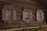 В кенозерскую деревню Тырышкино можно попасть только по воде, нужно грести или идти на моторной лодке около 10километров. Но дорога стоит того: в деревне сохранились старинные дома, Часовня-Крест и часовня Параскевы Пятницы.