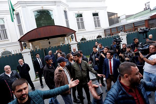 У консульства Саудовской Аравии в Стамбуле