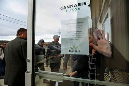 Канадцы обрушили продающие марихуану сайты в первый день ее легализации