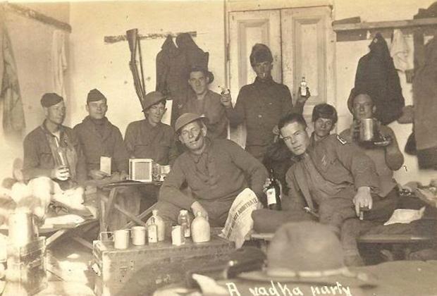 Командование 339-го полка армии США в Архангельске. 1918 год. Четвертый слева в первом ряду— командир 339-го полка полковник Д.Э.Стюарт