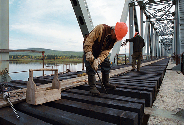 Новый железнодорожный мост через реку Амга. Амуро-Якутская железнодорожная магистраль. Поселок Томмот
