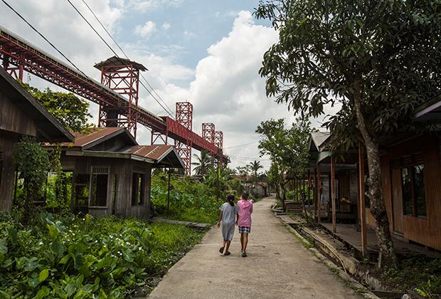 Заброшенные дома на острове Борнео (Калимантан)